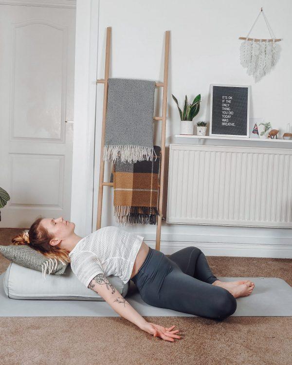 Online_Yoga_RestorativeGlow_Photo-min